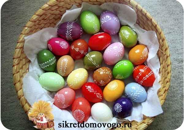 как покарсить яйца натуральными красителями