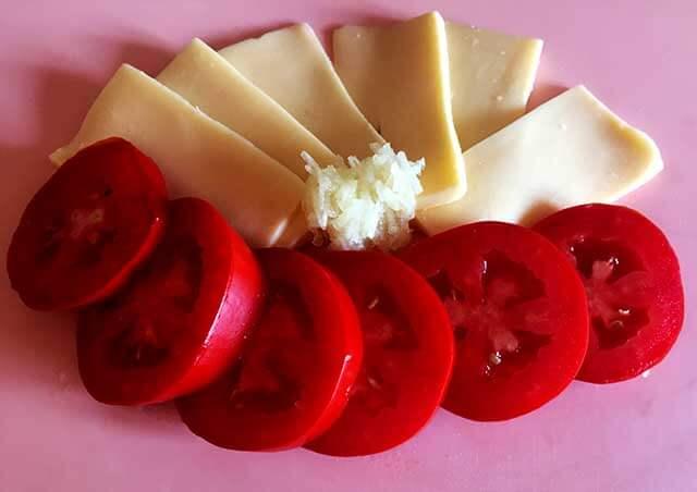 Сыр,помидоры и чеснок